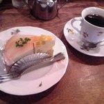 炭火焼珈琲ツノハズ - [料理] ケーキ & ドリンク \1,000 セット全景♪w