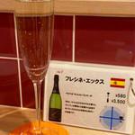 肉焼屋ワイン部 ジャストMEAT  - [ワイン図鑑] ワイン3杯目。スペイン産のスパークリングワイン。すっきりした飲み口。