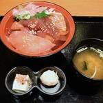 魚鮮水産 三代目網元 - 日替りの漬け丼650円