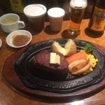 ステーキハウス バッファローハンター - ヒレステーキ300g、BHソース、すりおろしにんにく、スープ、ライスなど