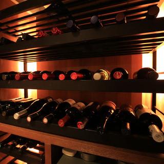 50本以上!自慢のワインセラー&豊富なドリンク