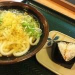 さぬき安べえ - 素うどん 300円 鮭のおにぎり 130円(2016.04.11.)