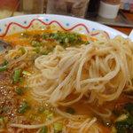 横濱ハイハイ樓 - 麺は細麺ストレート