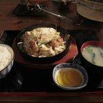 昭和ホルモン食堂 - ここでホルモン鉄板定食も出来上がり・・・御飯は私がいただきました。