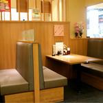 とんかつ かつ楽 - ボックス席主体のゆったり空間