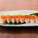 サーモン炙り箱寿司