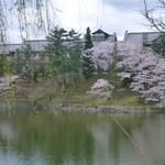 メインダイニングルーム 三笠 - 池から写した、奈良ホテル。