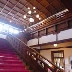 メインダイニングルーム 三笠 - ロビーの階段