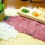 汐湯 凪の音 - 【ランチ】伊万里牛しゃぶしゃぶ御膳(¥1680)のお肉とお野菜。赤みの多いお肉で、さっぱりしておいしかったです!