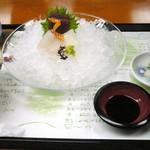 汐湯 凪の音 - 【ランチ】伊万里牛しゃぶしゃぶ御膳(¥1680)のお刺身(鮪・鯛・イカ)、茶碗蒸し、香物、お味噌汁、ご飯。お味噌汁とご飯はおかわり自由です。量は少なめですが、素材の良さが感じられました。