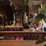 コーヒーマーケット - 珈琲焙煎機からよい香りが漂ってきます(*´˘`*)♪