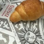 DONQ - 旨み岩塩のロールパン140円