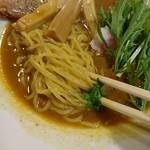 まろ亭 - 中細麺