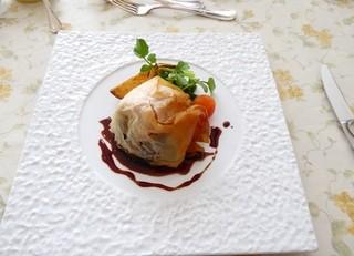 フランス食堂 シェ・モア - 青森産牛ほほ肉とりんごのブリック包み焼き