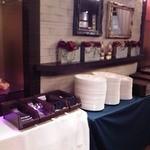広東料理セレブリティクラブ セラリ迎賓館 - [内観] バイキング用食器コーナー ②