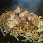 Fujiteppanyaki - はいど~ぞと言われたらもやしの上に。