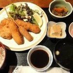 居酒屋 ばくだん - コロッケと串カツ3本定食 ¥600