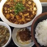麺処よっちゃん - 麻婆豆腐定食: 花椒が効いていて、かなり本格的な味です。 ときどき無性に食べたくなります(笑)