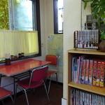 49721534 - 食堂の漫画って、実際に読みふける人が果たしているのかなぁ・・・・