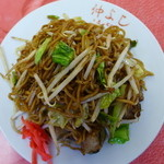 49721550 - 中華蒸し麺+ジャガイモ+もやし+キャベツ+ソース+紅生姜