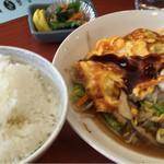 緑亭 - 野菜炒め卵とじ定食780円(食べかけ)