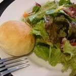 カンパーニャ  - サラダとパン