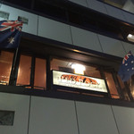 ザ・レッドロック - オーストラリア国旗がはためいています