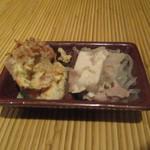くらら - お通し(肉豆腐、ポテトサラダ)