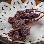 岸町スペインバル クズザンポ - マラガ産マスカットの干しブドウ
