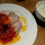 MeatBle - 日替りお肉(ローストポーク ガーリックトマトソース)のプレートランチ 800円 ライス、サラダ、スープ付き