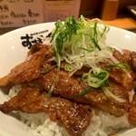 おぼや - こちらの名物「おぼ丼」、柔らかい神戸牛のカルビです