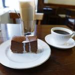 かうひいや3番地 - ノアールブレンド 、チョコレートケーキ