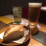 スペイン 大衆酒場 Little Barca noov  - ハートランド生とジンジャーエール+お通しのバケット