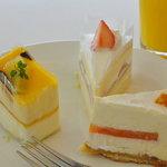 カフェ・ド・シナモニ - 2010,08 一皿目  左から パッションマンゴー、苺香るクリームケーキ、蔵王産ソレイユ
