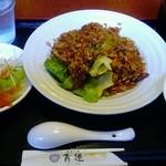 健康中華庵 青蓮 - 20160413牛肉チャーハン。副菜がざつ(^_^;)