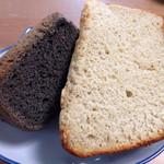 KANDY - 料理写真:左が黒ごまのシフォンケーキ、右がバナナのシフォンケーキです✨フワッフワで美味しかったです!黒ごまが良い香りでした❤️