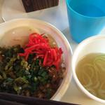 ニューなかみ家 - ルーロー飯(大盛)¥600に、高菜と紅生姜をのせました