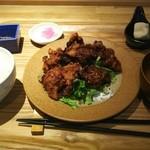 鶏の唐揚定食<税込>680円(2016.04.13)