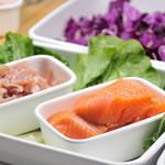 サラダデリ MARGO - プレミアムトッピングはお肉やお魚などボリューミー(100円)