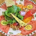イタリアン・ポルタ - プロローグ前菜・女子には赤いお皿で可愛いく心遣いが嬉しいね♡