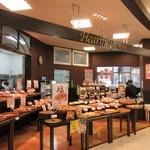 49759426 - 複合施設パセオ野間大池の中にあるマルショクの中にあるパン屋です。
