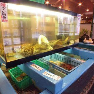 生簀から新鮮な土佐の魚介を味わえる!