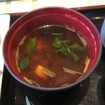 レストランすいず - 味噌汁は赤出汁