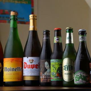 ビストロ料理を囲んで、世界のビールとワインで大盛り上がり