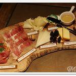49771764 - こだわり生ハムとチーズの盛り合わせ