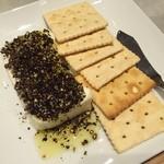 チクロ パノラマ キッチン - エノテカ風チーズのテリーナ 黒胡椒