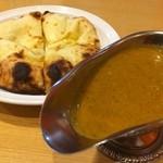 印度 - ポークキーマ+炭焼チーズナン2枚