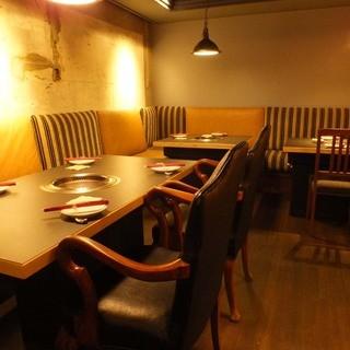 大切な人とくつろぎながら食事ができるプライベート感漂う個室。