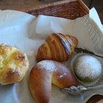 4978013 - 今回買ったパン4種類、ブーメランが目を引きます?