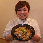 宗 - いかゲソ、エビ、ホタテなどの具と数種類の野菜のかき揚げをのせたボリューム満点の丼。
